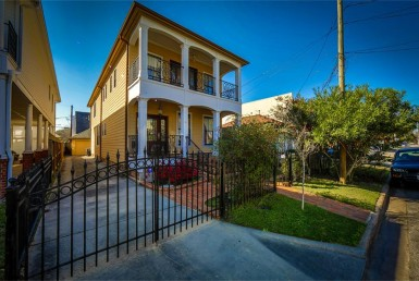 1131 Street Herkimer Houston Texas 77008 for only  $599900 with 2.5 baths / 3 bedrooms - Single-Family