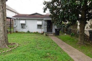 1414 Street Prince Houston Texas 77008 for only  $370500 with 1 baths / 2 bedrooms - Single-Family