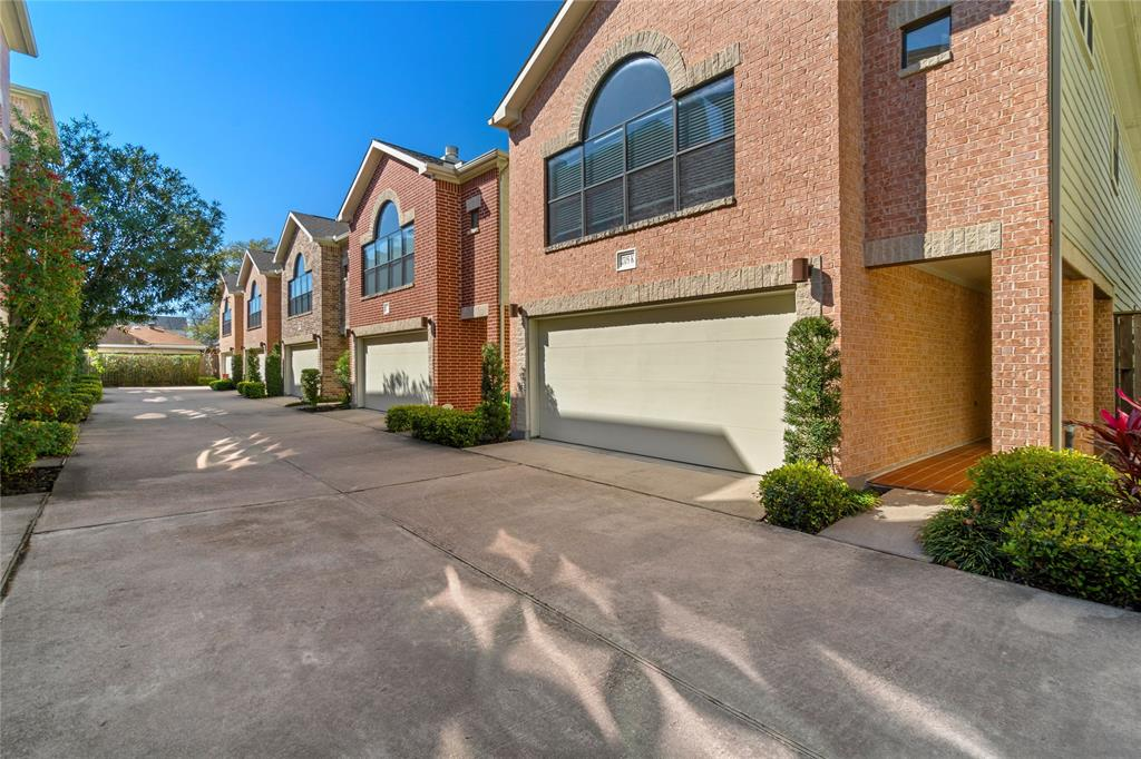 2705 Street Rutland Houston Texas 77008 for only  $335000 with 2.5 baths / 3 bedrooms - Single-Family