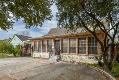 1123 Street Dorothy Houston Texas 77008 for only  $549900 with 3 baths / 3 bedrooms - Single-Family