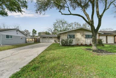 2215 Drive Haverhill Houston Texas 77008 for only  $509900 with 2 baths / 3 bedrooms - Single-Family