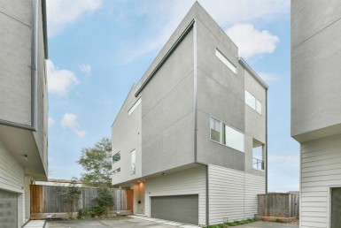 1225 Street 17th Houston Texas 77008 for only  $449000 with 3.5 baths / 3 bedrooms - Single-Family