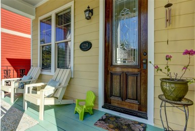 1219 Street 22nd Houston Texas 77008 for only  $439000 with 2.5 baths / 3 bedrooms - Single-Family