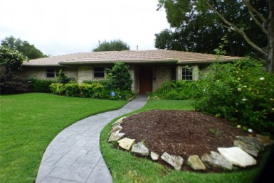 2230 Drive Brooktree Houston Texas 77008 for only  $460000.00 with 2.00 baths / 3 bedrooms - Single-Family