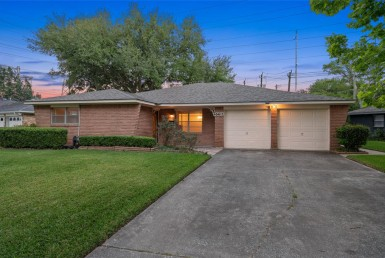 6611 Lane Cindy Houston Texas 77008 for only  $399995.00 with 2.00 baths / 3 bedrooms - Single-Family