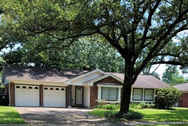 1814 Drive Salford Houston Texas 77008 for only  $432872.00 with 2.00 baths / 3 bedrooms - Single-Family