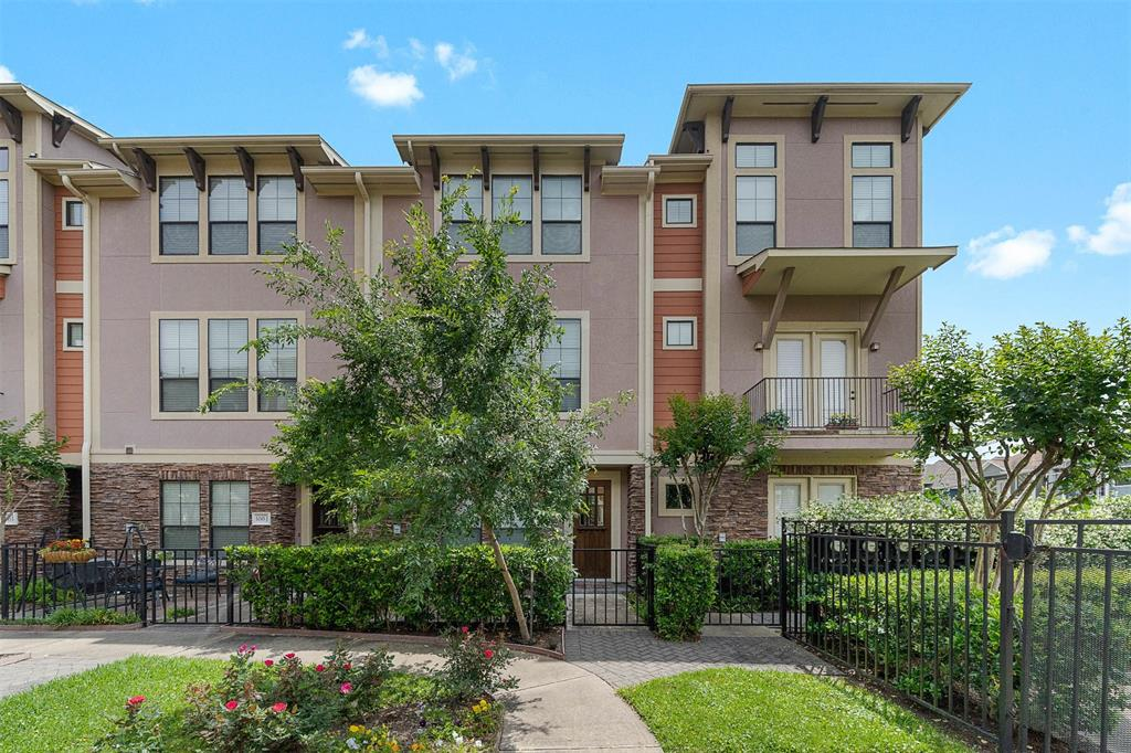 1045 Street 22nd Houston Texas 77008 for only  $385000.00 with 3.00 baths / 3 bedrooms - Townhouse/Condo
