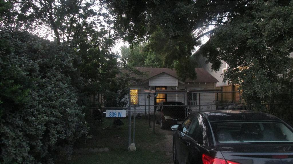 839 Street 17th Houston Texas 77008 for only  $290000.00 with 1.00 baths / 2 bedrooms - Single-Family