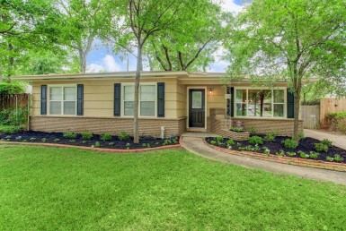 843 Boulevard T C Jester Houston Texas 77008 for only  $449900.00 with 1.00 baths / 3 bedrooms - Single-Family