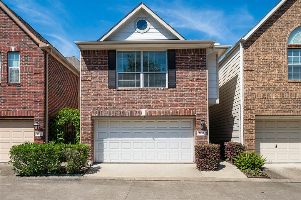 2634 Street Couch Houston Texas 77008 for only  $374899.00 with 2.10 baths / 3 bedrooms - Single-Family