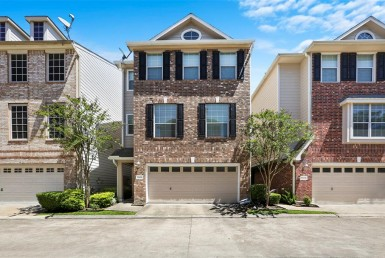 2606 Court Enclave At Shady Acres Houston Texas 77008 for only  $399000.00 with 3.10 baths / 3 bedrooms - Single-Family