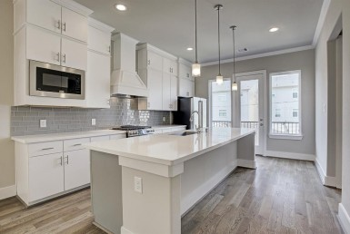 1313A Street 24th Houston Texas 77008 for only  $424900 with 3.1 baths / 3 bedrooms - Single-Family