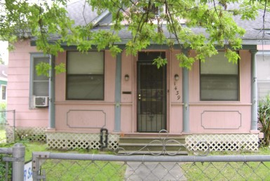 1439 Street Yale Houston Texas 77008 for only  $429000 with 1 baths / 4 bedrooms - Single-Family