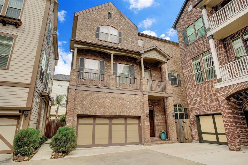 1621 Street 23rd Houston Texas 77008 for only  $449000 with 3.1 baths / 3 bedrooms - Single-Family