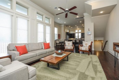 1249 Street 22nd St Houston Texas 77008 for only  $449900 with 3.1 baths / 3 bedrooms - Single-Family