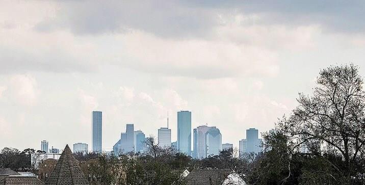 910 Street 18th Houston Texas 77008 for only  $455200 with 3.1 baths / 3 bedrooms - Single-Family
