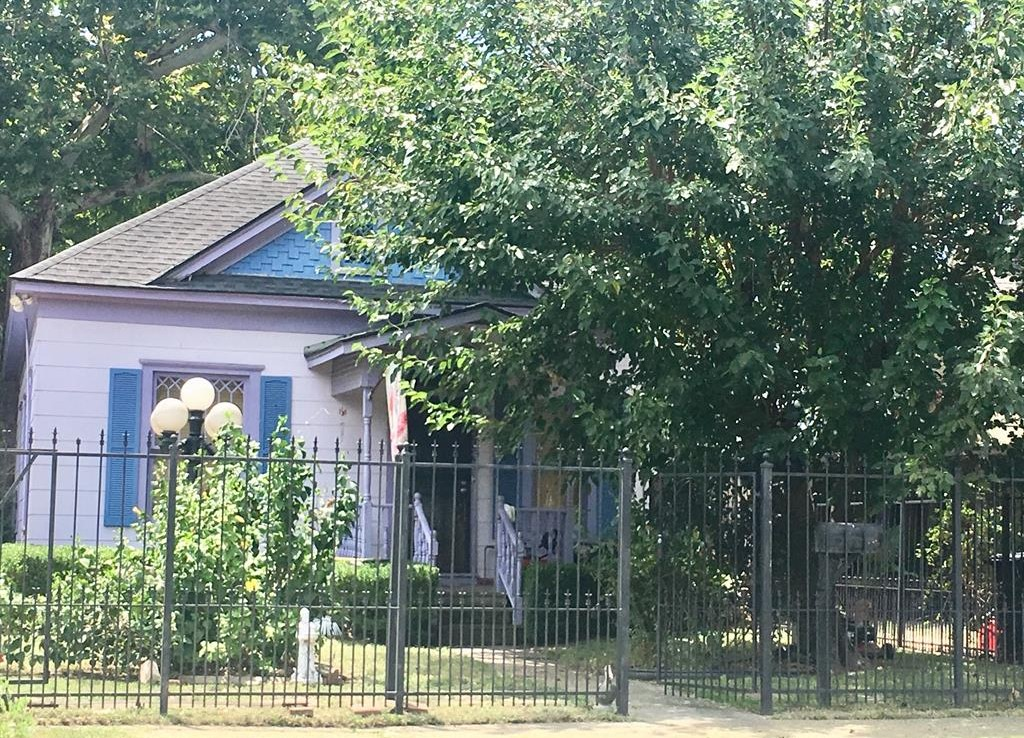 532 Street 21st Houston Texas 77008 for only  $475000 with 1 baths / 1 bedrooms - Single-Family
