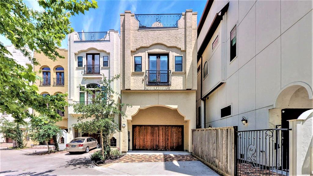 1819 Street 24th Houston Texas 77008 for only  $489900 with 3.1 baths / 4 bedrooms - Single-Family