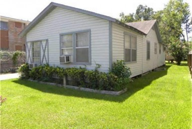 1124 Street 26th Houston Texas 77008 for only  $499000 with 1 baths / 2 bedrooms - Single-Family