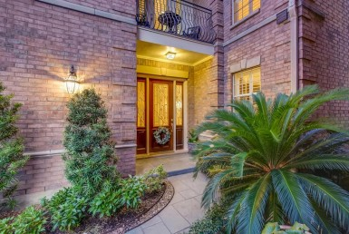 25 Lane Stalynn Houston Texas 77027 for only  $595000 with 3.1 baths / 4 bedrooms - Townhouse/Condo