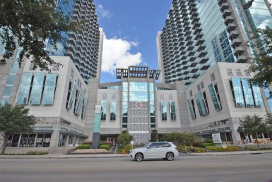 5925 Road Almeda Houston Texas 77004 for only  $639900 with 2.1 baths / 3 bedrooms - Mid/Hi-Rise Condo