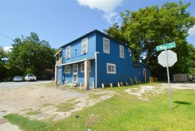 6417 Street Main Houston Texas 77009 for only  $645000 with 1.3 baths / 2 bedrooms - Single-Family