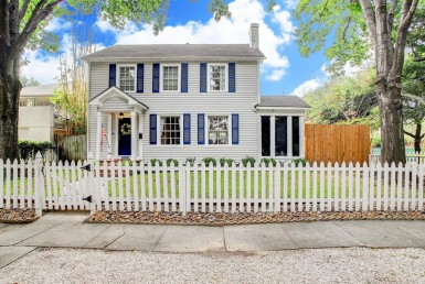 2202 Street Bartlett Houston Texas 77098 for only  $665000 with 1.1 baths / 3 bedrooms - Single-Family