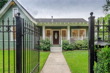 1038 Street Walling Houston Texas 77009 for only  $675000 with 2 baths / 3 bedrooms - Single-Family