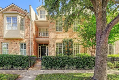 2730 Road Wroxton Houston Texas 77005 for only  $675000 with 2.1 baths / 3 bedrooms - Townhouse/Condo
