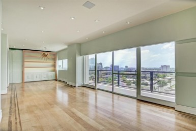 2929  Buffalo Speedway Houston Texas 77098 for only  $695000 with 2.1 baths / 2 bedrooms - Mid/Hi-Rise Condo