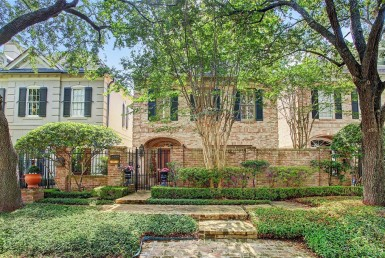 2310 Drive Briarglen Houston Texas 77027 for only  $699000 with 2.1 baths / 2 bedrooms - Single-Family