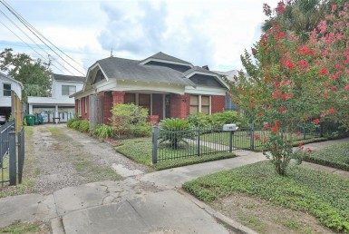 1904 Street Ridgewood Houston Texas 77006 for only  $699999 with 1 baths / 2 bedrooms - Single-Family