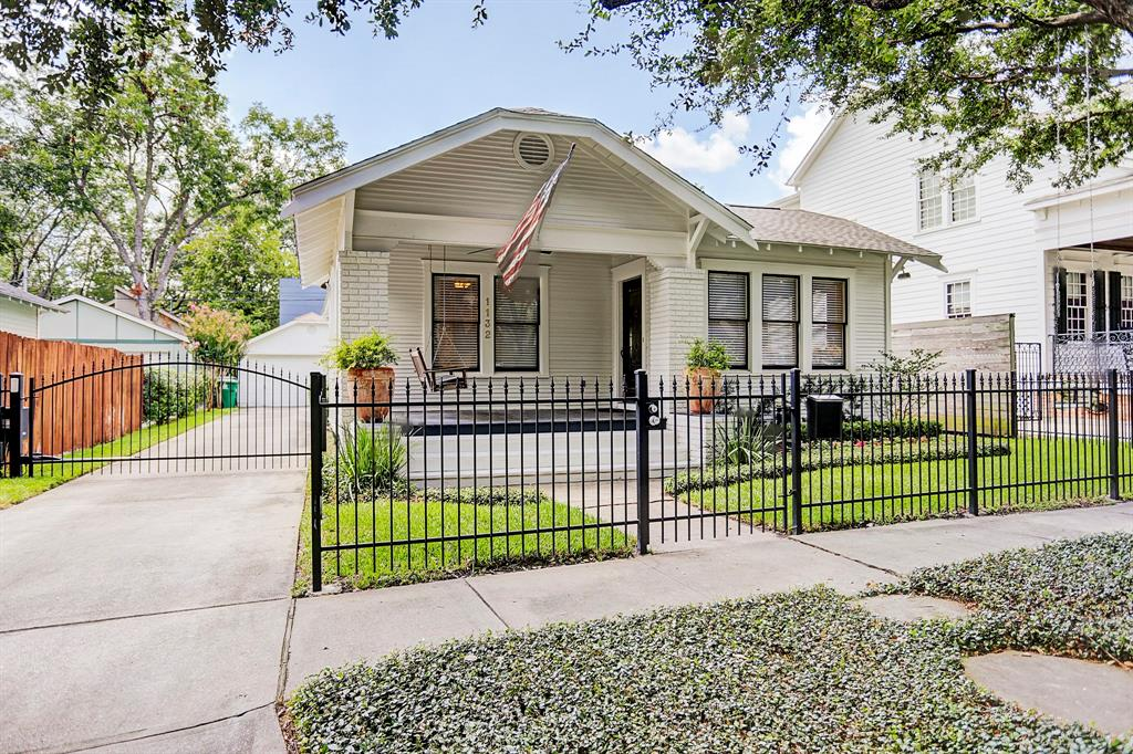 1132 Avenue Bayland Houston Texas 77009 for only  $715000 with 2 baths / 3 bedrooms - Single-Family