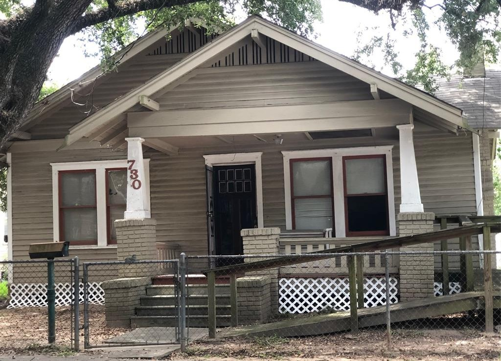 730 Avenue Bayland Houston Texas 77009 for only  $720000 with 1 baths / 3 bedrooms - Single-Family