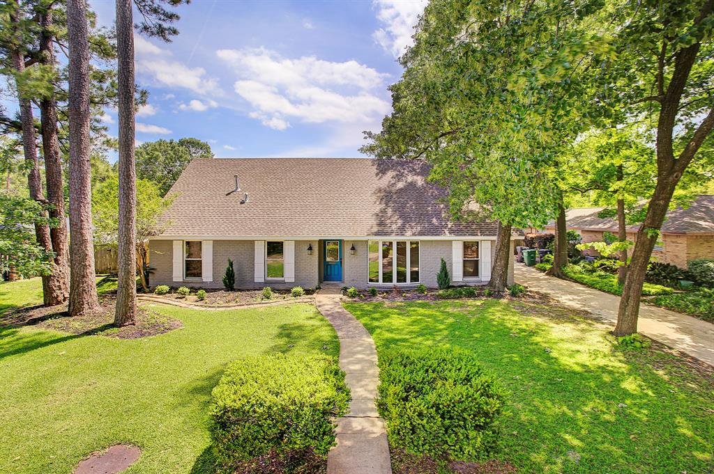 2014 Drive Brooktree Houston Texas 77008 for only  $725000 with 3.1 baths / 5 bedrooms - Single-Family