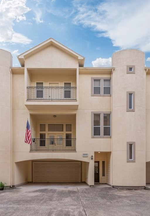 1333 Street 21st Houston Texas 77008 for only  $339500 with 3.1 baths / 3 bedrooms - Townhouse/Condo