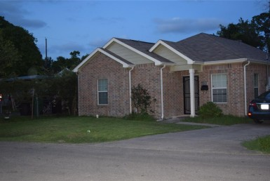 1010 Street Hedrick Houston Texas 77011 for only  $215000.00 with 2.00 baths / 3 bedrooms - Single-Family