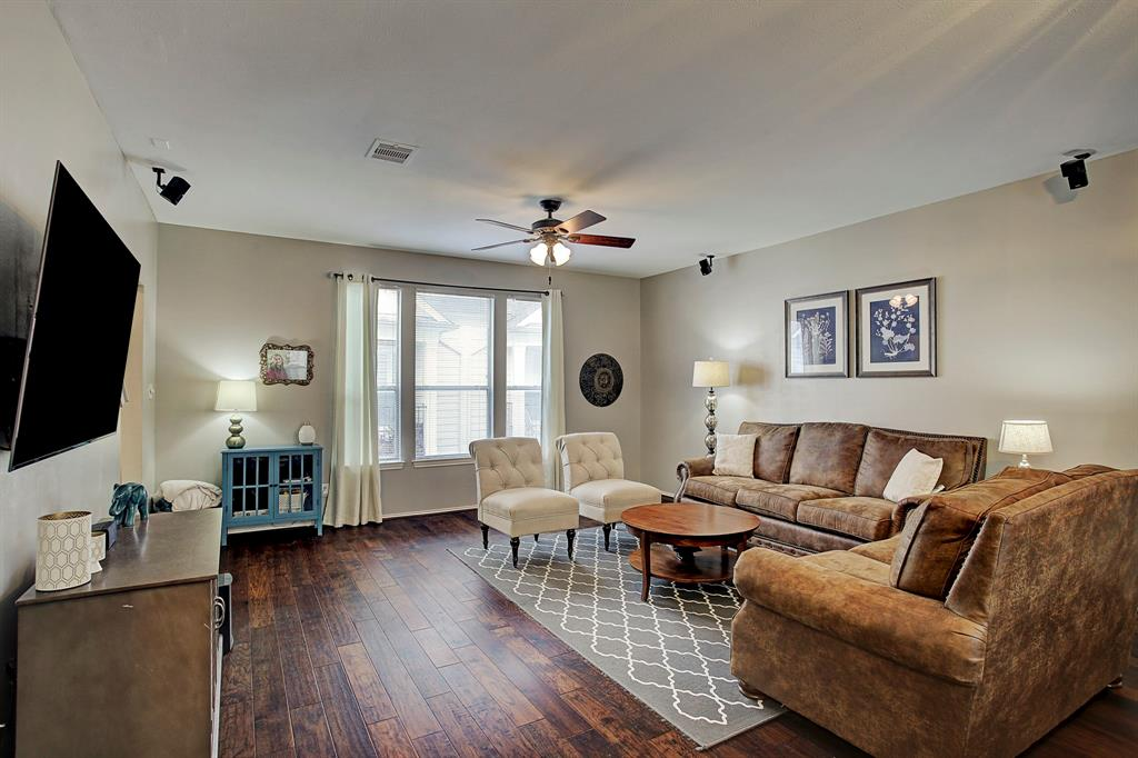 1614 Street 25th Houston Texas 77008 for only  $299999 with 2.1 baths / 3 bedrooms - Townhouse/Condo