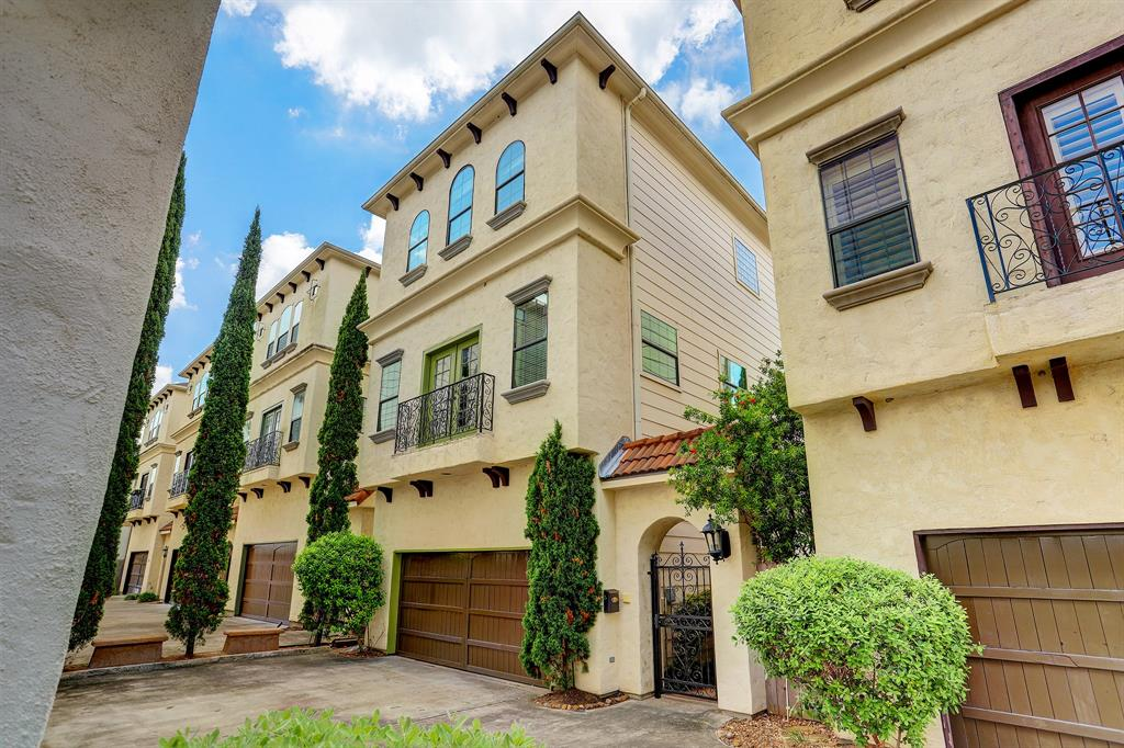 1432 Street 21st Houston Texas 77008 for only  $355000 with 3.1 baths / 3 bedrooms - Single-Family