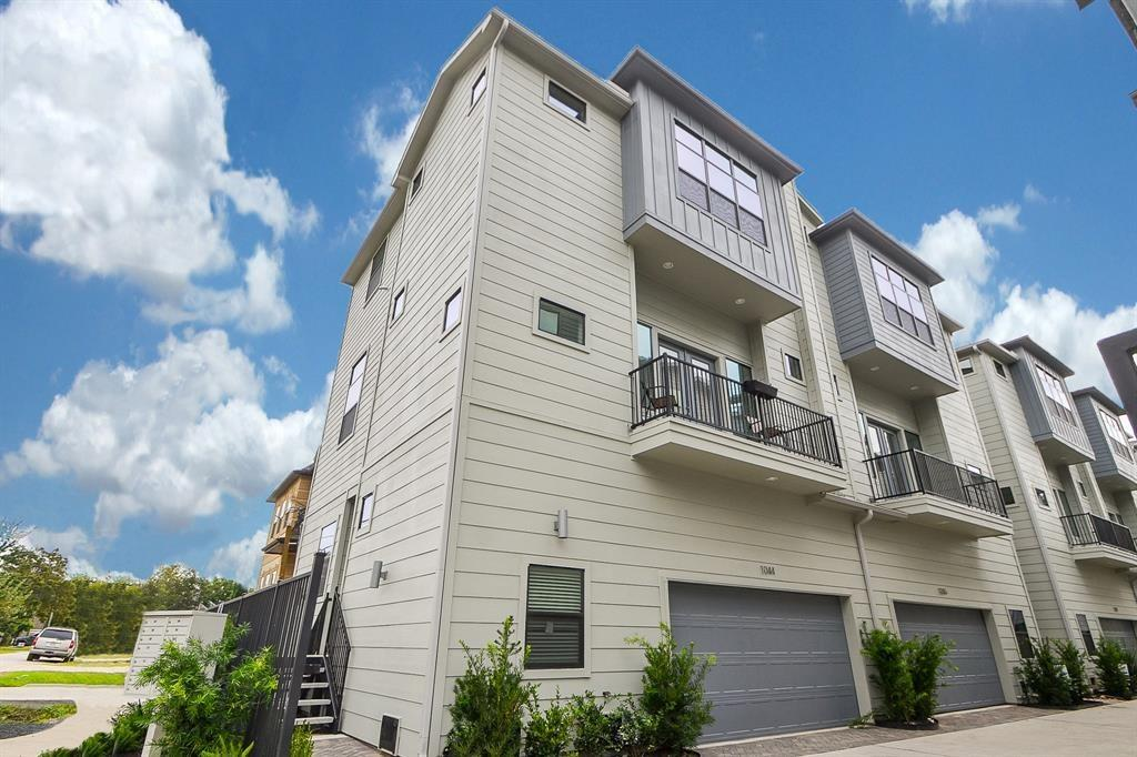 1052 Street W 15th 1/2 Houston Texas 77008 for only  $364900 with 3.1 baths / 3 bedrooms - Single-Family
