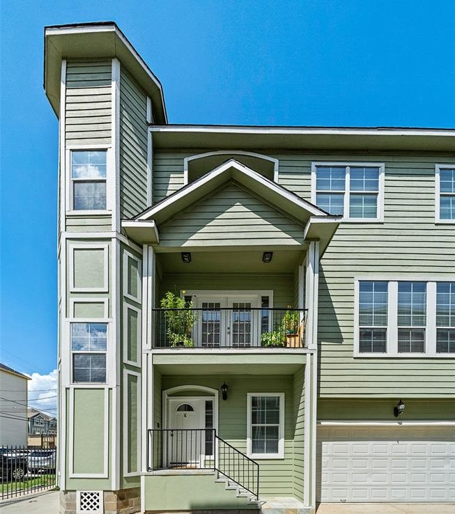 1109 Street 15th 1/2 Houston Texas 77008 for only  $364900 with 3.1 baths / 3 bedrooms - Single-Family