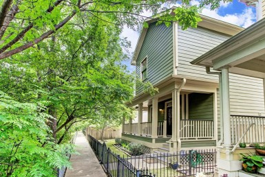 1002 Street 16th Houston Texas 77008 for only  $370000 with 2.1 baths / 3 bedrooms - Single-Family
