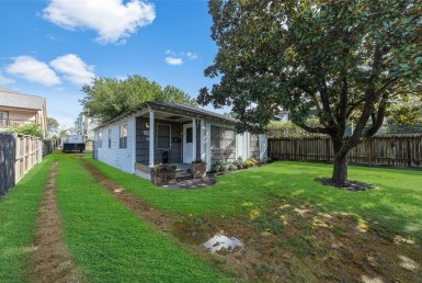 1129 Street 22nd Houston Texas 77008 for only  $379990 with 1 baths / 3 bedrooms - Single-Family