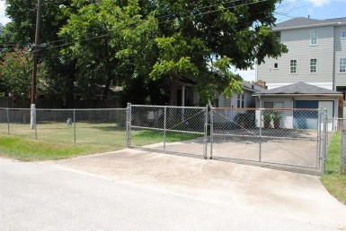 1735 Street 22nd Houston Texas 77008 for only  $385000 with 3 baths / 3 bedrooms - Single-Family