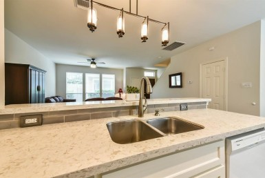 1407 Street 26th Houston Texas 77008 for only  $390000 with 2.1 baths / 3 bedrooms - Single-Family