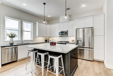 1115 A  W 15th 1/2 ST Houston Texas 77008 for only  $394900 with 3.1 baths / 3 bedrooms - Single-Family