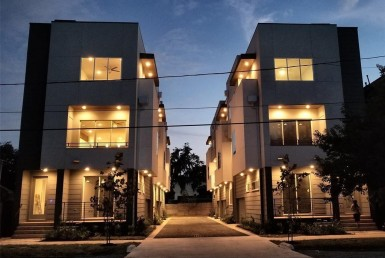 910 Street 19th Houston Texas 77008 for only  $399000 with 3.1 baths / 3 bedrooms - Single-Family