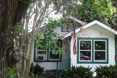 638 Street 11th 1/2 Houston Texas 77008 for only  $399000 with 1 baths / 2 bedrooms - Single-Family