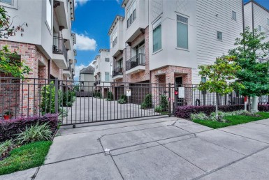 1030 Street 26th Houston Texas 77008 for only  $399900 with 3.1 baths / 3 bedrooms - Single-Family