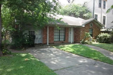 1109 Street 21st Houston Texas 77008 for only  $400000 with 2.1 baths / 3 bedrooms - Single-Family